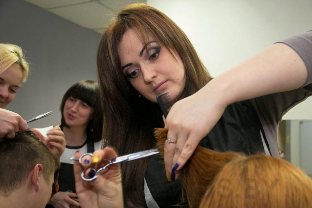 Новочеркасским модникам и модницам предлагают бесплатные парикмахерские услуги