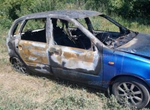 Охваченная пламенем на ходу «Калина» всполошила улицу Дачную в Новочеркасске