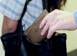 Карманник обокрал женщину на 40000 рублей