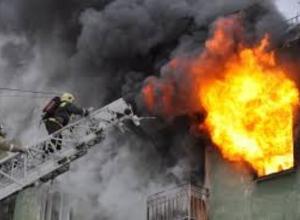 В Новочеркасске загорелся многоквартирный дом в микрорайоне Донской