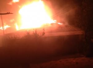 Горящий дом на улице Никольского в Новочеркасске сняли на видео