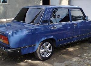 Автомобиль ВАЗ-2107 разграбили ночью на стоянке Новочеркасского электровозостроительного завода
