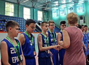 Баскетболисты новочеркасского «Ермака» стали бронзовыми призерами чемпионата области