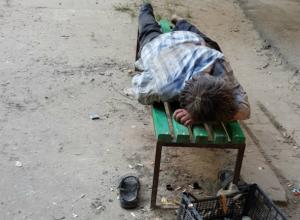 Маргинальные личности оккупировали двор на улице Мацоты Новочеркасска