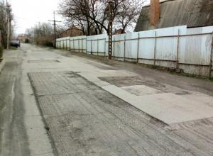 Вырезанный на дорогах Новочеркасска асфальт привел в ужас местных автовладельцев