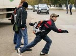Перебегавший дорогу десятилетний мальчик попал под машину на выезде из Новочеркасска