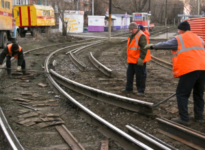 Около двухсот метров трамвайных рельсов сняли в Новочеркасске