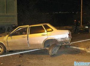 В Новочеркасске ВАЗ врезался в стоящий КамАЗ: пострадали 2 человека