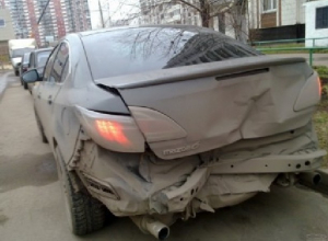 «БМВ» и две «Мазды» ночью столкнулись в районе Азовского рынка в Новочеркасске