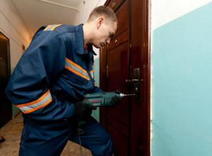 Мертвого мужчину нашли спасатели в квартире на улице Высоковольтной Новочеркасска