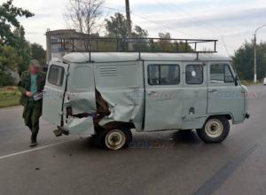 Мусоровоз с отказавшими тормозами протаранил «буханку» в Новочеркасске