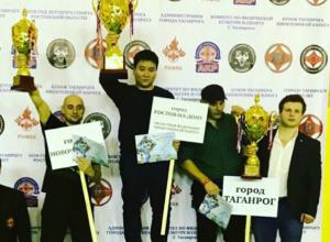 13 медалей привезли новочеркасские каратисты из Таганрога
