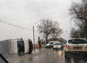 Ледяной дождь обрушился на Новочеркасск: ГИБДД призывает автолюбителей быть аккуратней на дорогах
