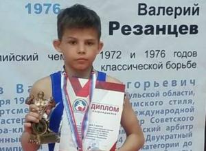 Юный новочеркасец Артем Петров завоевал золото всероссийского турнира по греко-римской борьбе