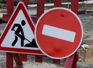 Из-за аварии на водоводе ограничено движение транспорта на улице Михайловской