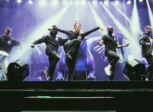 Фееричное выступление Аниты Цой в Новочеркасске попало на видео
