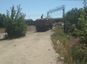 После публикации «Блокнота Новочеркасск» коммунальщики вывезли мусор с улицы Железнодорожной
