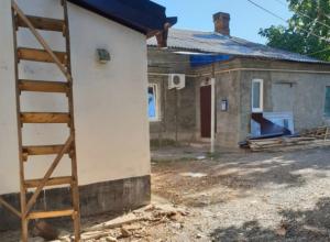 Двор на Комитетской расчистили от строительного мусора по требованию администрации Новочеркасска