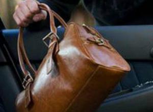 Находчивый воришка похитил сумочку из попавшего в небольшое ДТП автомобиля в Новочеркасске