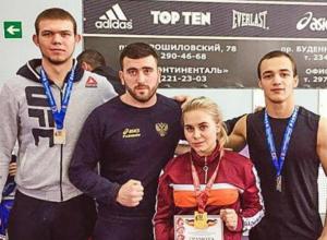 Золото и серебро областного чемпионата по вольной борьбе завоевали спортсмены из Новочеркасска