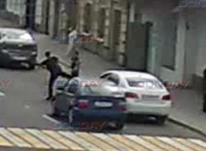 Двое автомобилистов, «слегка соприкоснувшись зеркалами» устроили кулачные бои на дороге в Новочеркасске