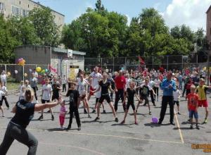 В Новочеркасске прошла зарядка с чемпионами