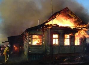 Сильный пожар произошел в частном доме станицы Грушевской под Новочеркасском