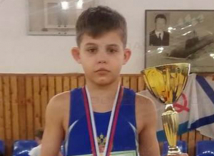 Юный борец из Новочеркасска одержал очередную сокрушительную победу