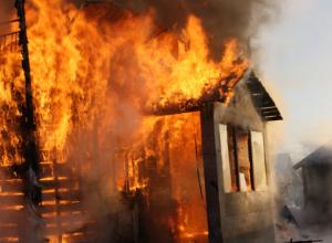 В Новочеркасске сгорела одноэтажная дача