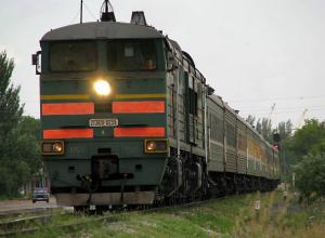 19-летняя жительница Новочеркасска погибла под колесами пассажирского поезда