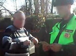 Извращенца со спущенными штанами и семилетней девочкой на коленях задержали в Новочеркасске