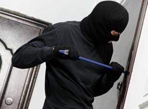 Житель Новочеркасска напился и обокрал  чужую квартиру
