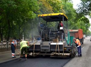 В Новочеркасске начали ремонтировать дорогу на проспекте Баклановском