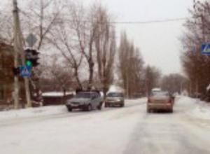 ГИБДД предупреждает новочеркасских автолюбителей о гололеде на дорогах
