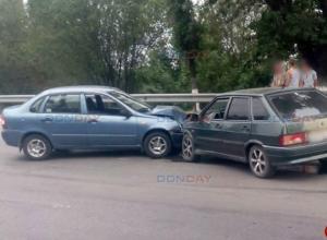 Потерявшая управление «Калина» лоб в лоб протаранила «четырнадцатую» в Новочеркасске