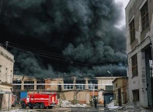 Здание с кукурузными палочками загорелось под Новочеркасском