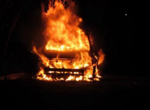 Внедорожник Hyundai Galloper сгорел на улице Персиановской Новочеркасска