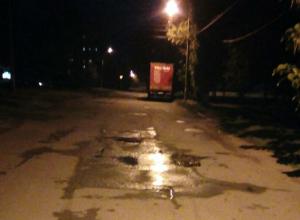 Асфальт на улице Визирова в Новочеркасске пришел в катастрофическое состояние