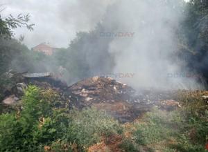Одна из несанкционированных свалок Новочеркасска загорелась