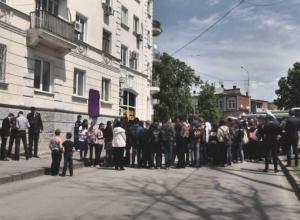 В Новочеркасске установили мемориальную доску Василию Кривопустенко