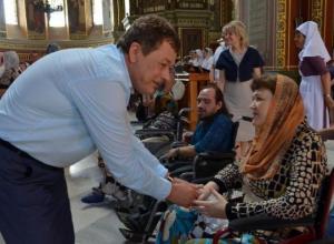Вознесенский Собор на Яблочный спас посетили инвалиды-колясочники
