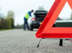 Водитель под алкоголем протаранил бетонный блок в микрорайоне Молодежный Новочеркасска