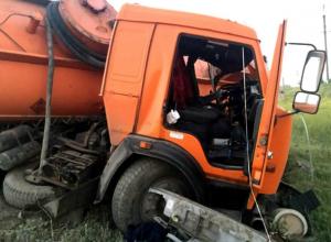 Столкновение бензовоза «Камаз» и фуры произошло на трассе под Новочеркасском