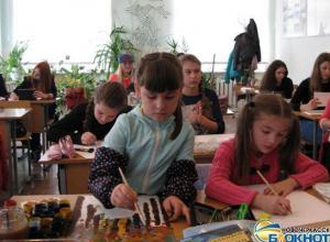 В Новочеркасске дети рисовали картины на скорость