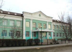 Учеников и персонал 14-й школы Новочеркасска эвакуировали из-за странной сумки