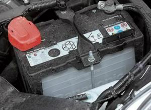 Автовор ночью взломал машину и украл аккумулятор в Новочеркасске