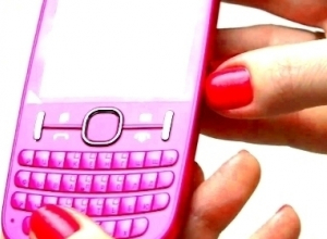 В Новочеркасске безработная девушка украла два телефона и деньги