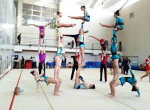 Акробаты из Новочеркасска порвали своих соперников на всероссийских соревнованиях в Санкт-Петербурге