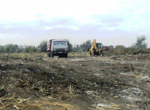 Многолетние свалки мусора взялись ликвидировать в новочеркасском Агролесе