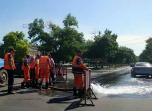 В центре Новочеркасска прорвало магистральный водовод